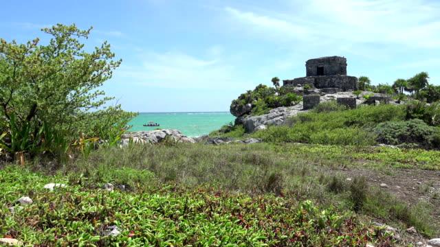 Mayan-Ruins---Temple-Pyramid-Building---Long-Shot