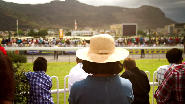 woman-with-hat-at-The-Mauritius-Turf-Club