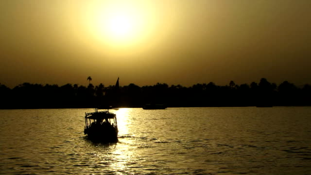 Navegación-la-vista-al-río-Nilo-Egipto