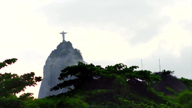Vista-de-cristo-el-redentor-estatua-de-montaña-en-Brasil