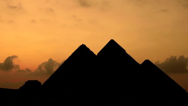 TIMELAPSE-Sonnenuntergang-über-Pyramiden-in-Gizeh-Ägypten-