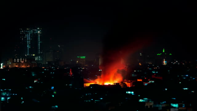 Gran-incendio-en-Yakarta-de-la-ciudad-quemando-el-edificio-FullHD-Timelapse---Jakarta-Java-Indonesia-