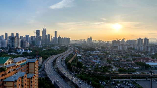 día-al-lapso-de-tiempo-puesta-de-sol-de-noche-en-el-horizonte-de-la-ciudad-de-Kuala-Lumpur