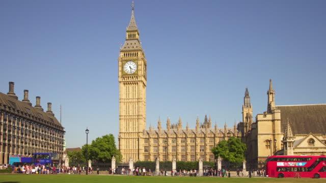 London-Traffic-around-Parliament