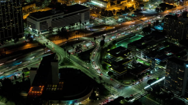 Centro-de-Los-Angeles-110-autopista-aérea-noche-Timelapse