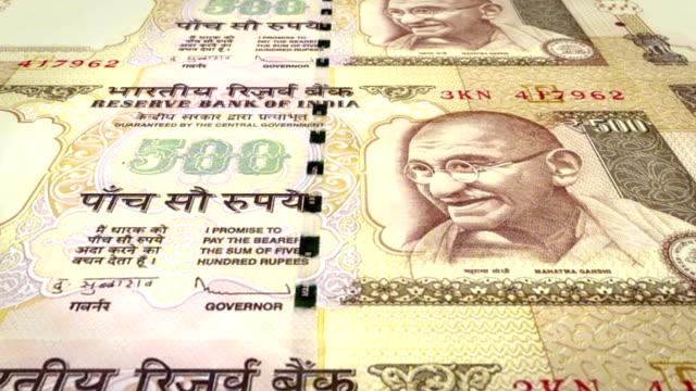 Banknoten-der-fünfhundert-indischen-Rupien-Indiens-Rollen-Bargeld-Schleife