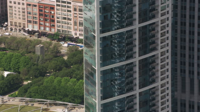 Revealing-Cloud-Gate-from-behind-downtown-Chicago-buildings-