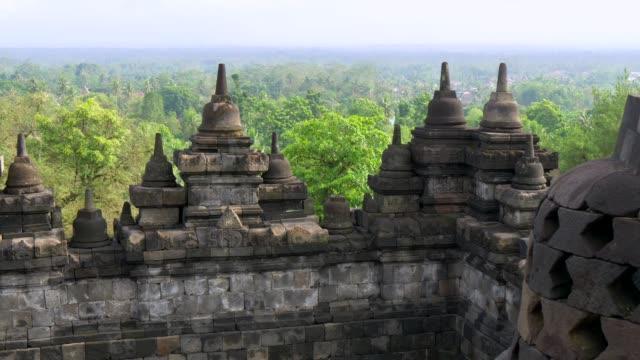 Templo-de-Borobudur-en-la-mañana-Java-Indonesia-UHD