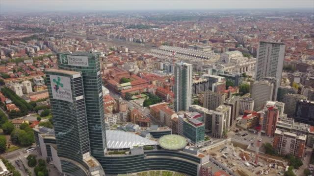 día-soleado-Milán-Ciudad-Distrito-Centro-aéreo-Italia-panorama-4k