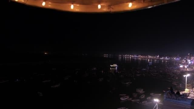 Varanasi-en-las-orillas-de-ganga-es-la-capital-espiritual-de-la-India-para-los-hindúes