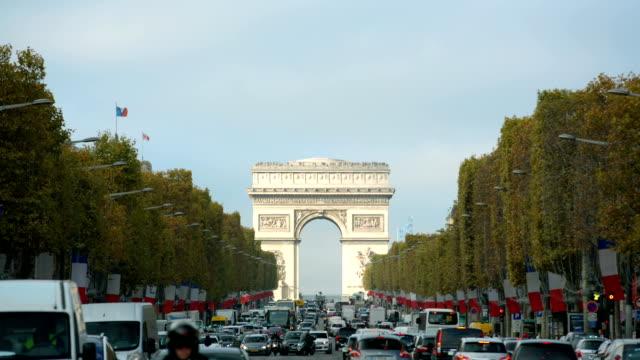 Paris-France---November-11-2014:-Arc-de-Triomphe-in-Paris-seen-from-Champs-Elysees-on-a-sunny-day-with-traffic-Jour-de-l-armistice