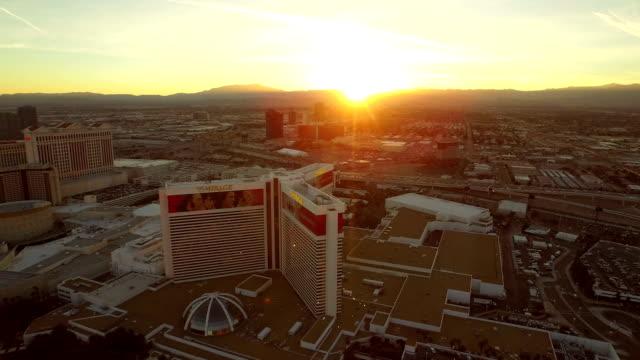Stadtansicht-von-Las-Vegas-Strip-bei-Sonnenuntergang-Luftaufnahme