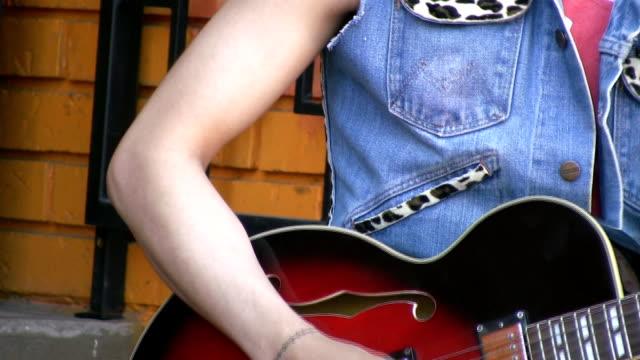 Young-rockabilly-guitarist-