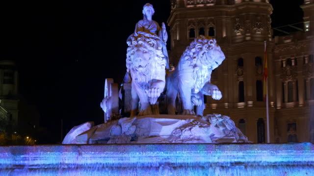 España-madrid-león-fuente-de-luz-de-noche-plaza-de-la-cibeles-4-K