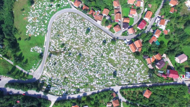 Vista-aérea-del-cementerio-bosnio