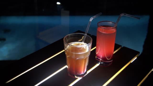 Eis-Coctail-Nahaufnahme-Rum-Alkohol-