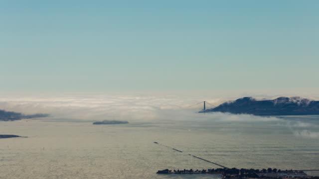 Niebla-en-el-San-Francisco-y-el-área-de-la-Bahía-por-el-puente-Golden-Gate-Timelapse