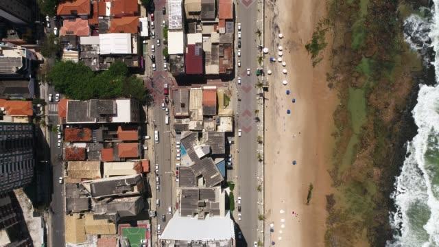 Vista-superior-de-la-playa-de-Barra-en-Salvador-Bahia-Brasil