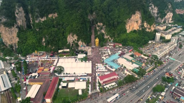 Cuevas-de-Batu-de-templo-en-Malasia-el-Thaipusam-festival-noche