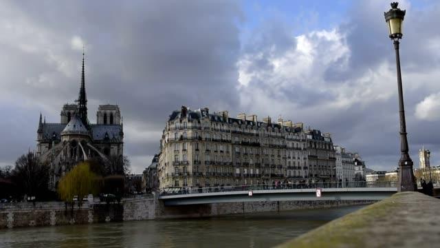 Paris-Frankreich-Februar-2018:-das-Hochwasser-der-Seine-Paris-Frankreich-Ãœberschwemmungen-Paris-Winter-