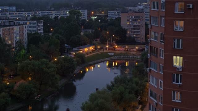 Zona-urbana-residencial-de-la-ciudad-de-Moscú-Cielo-de-noche-hermosa