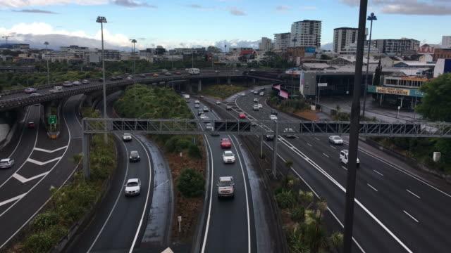 Rush-hour-Traffic-auf-Auckland-Central-Autobahn-Kreuzung-New-Zealand