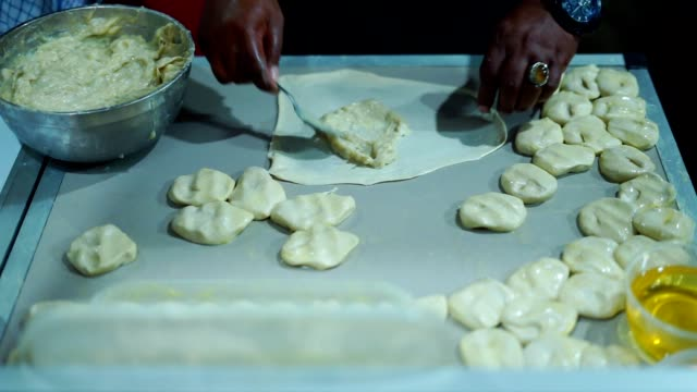 Street-food-vendor-cooking-Indian-Roti-Canay-Durian