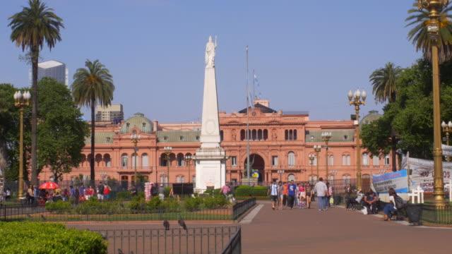 Buenos-Aires-puede-Square-con-casa-del-gobierno-en-el-fondo