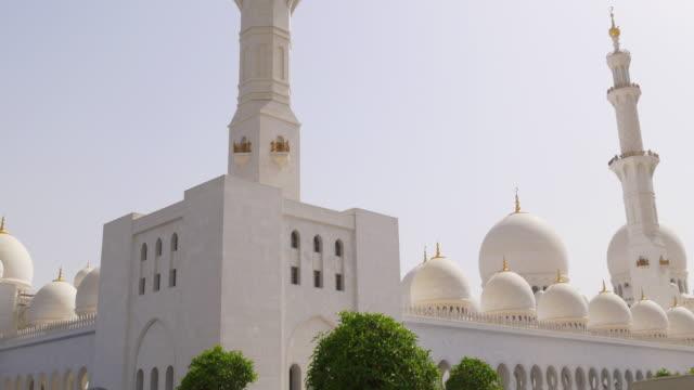 uae-main-mosque-outside-panorama-4k