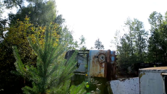 Broken-down-bus-in-the-Chernobyl-exclusion-zone