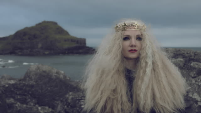 4k-Fantasy-Shot-on-Giant-s-Causeway-of-a-Queen-Looking-up