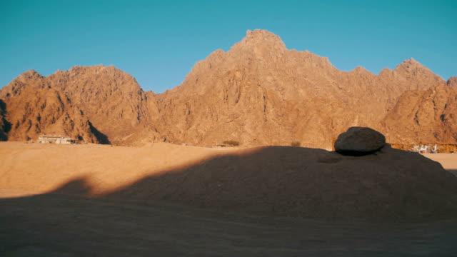 Desierto-en-Egipto-Arena-y-Montañas
