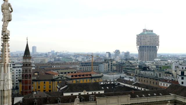 Vistas-de-Milán-desde-la-parte-superior-de-la-gótica-Catedral-de-Milán-Italia