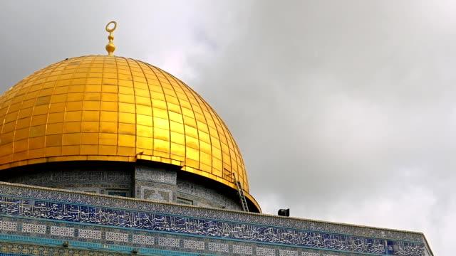 Nubes-sobre-la-cúpula-de-la-mezquita-de-la-roca-en-Jerusalén