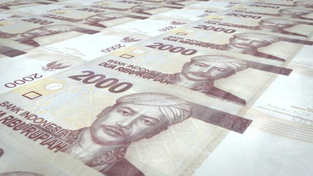 Banknoten-der-zweitausend-indonesische-Rupiah-Rollen-Bargeld-Schleife