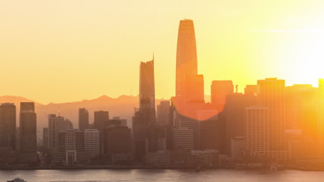 Downtown-San-Francisco-Skyline-Day-to-Night-Sunset-Timelapse-(Panning)