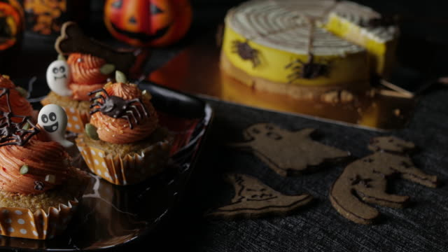 Fancy-Halloween-food-Party-Table-with-Pumpkin-Cupcake-Muffin-and-cookies-