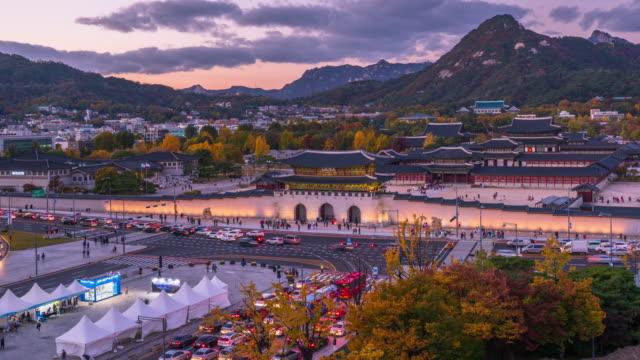 Time-Lapse-Autumn-of-Gyeongbokgung-Palace-twilight-at-night-in-South-Korea