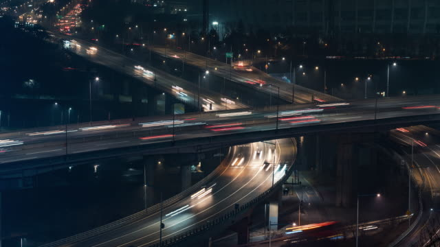 Seoul-Korea-Timelapse---The-expressway-s-traffic-at-night-in-the-Korean-Capital