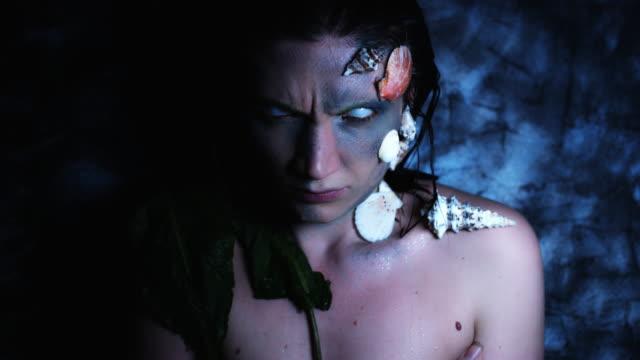 4-k-tiro-de-Halloween-de-terror-mujer-sirena-con-ojos-de-Whiteout