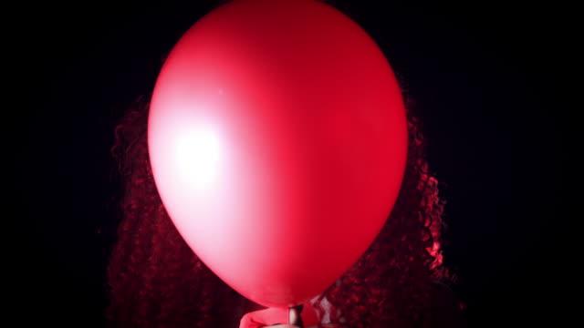 4k-Halloween-Horror-Clown-Woman-With-Balloon