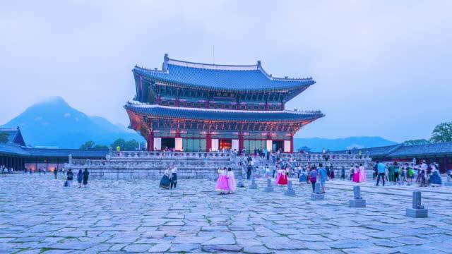 Hyper-lapse-of-tourists-swarming-through-Gyeongbokgung-Palace-in-Seoul-City-South-Korea