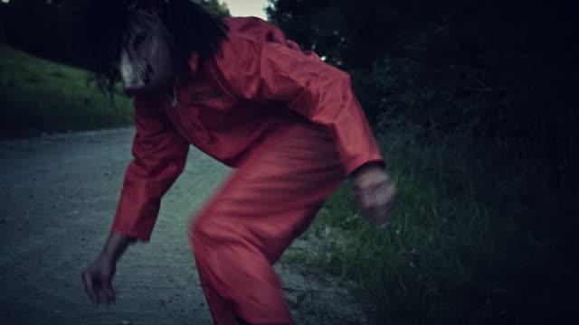 4K-Halloween-Horror-Man-with-Pig-Mask-Running-Away