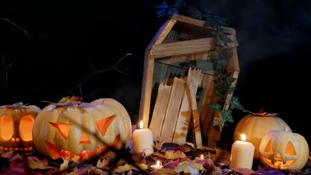 Cementerio-de-Halloween-velas-y-gato-o-linterna