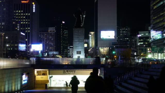 Gwanghwamun-Plaza-Korea-General-Lee-Sunshin-Seoul-Night-Time-Laps-Great-Lighting