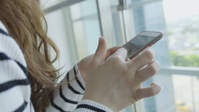 Young-Woman-use-of-mobile-phone