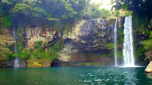 Cheonjiyeon-Wasserfall-Insel-Jeju-Südkorea