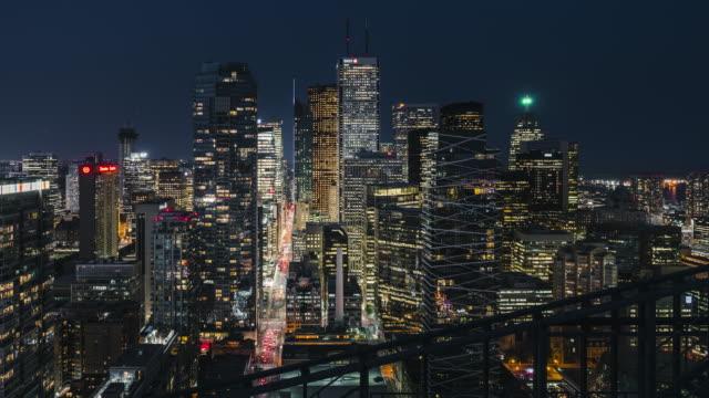 Ciudad-moderna-tráfico-nocturno-horizonte
