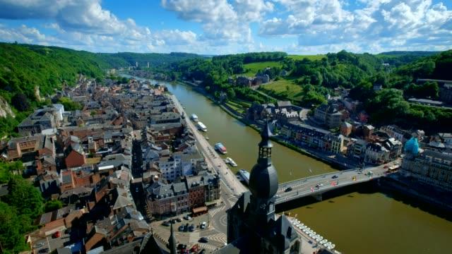 Vista-aérea-de-la-ciudad-de-Dinant-Bélgica