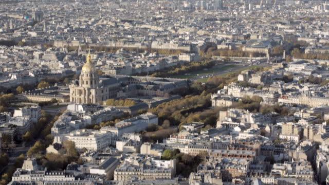 París-Francia-20-de-noviembre-de-2014:-Toma-aérea-de-introducción-de-los-inválidos-y-el-puente-Alexandre-3-en-París-
